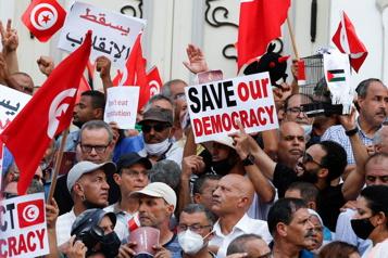 Tunisie Des manifestants redoutent «un retour à la dictature de Ben Ali»)