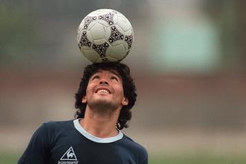 Il a 60 ans aujourd'hui Diego Maradona est fier «d'avoir procuré du bonheur aux gens avec un ballon»)