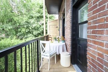 De balcon à balcon avec les beaux-parents)