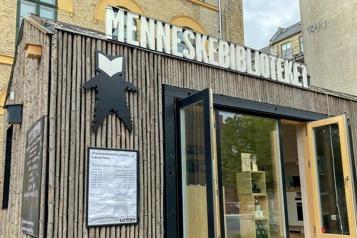 Danemark À la «Bibliothèque humaine», l'autre est un livre ouvert)