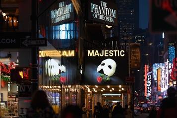 Les théâtres de Broadway fermés jusqu'en janvier2021)