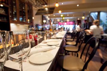 Des restaurants mettent en scène une «fausse réouverture»)