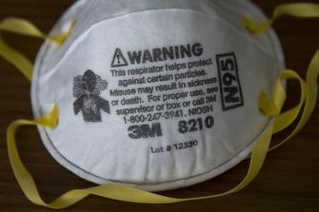 Des travailleurs de la santé contestent l'ordonnance sur les masquesN95 )