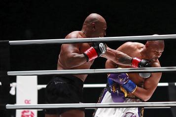 Boxe Un combat d'exhibition? Pas pour Tyson! )