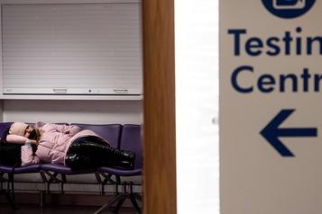 COVID-19 COVID-19: le Royaume-Uni passe le cap des 60000morts, en attendant les vaccins)