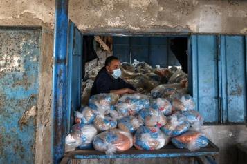 Washington reprend l'aide aux Palestiniens, défend une solution à deux États)