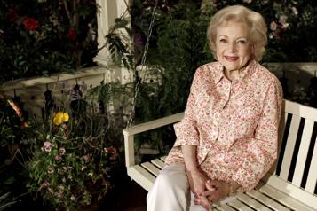 Betty White célèbre ses 99ans)