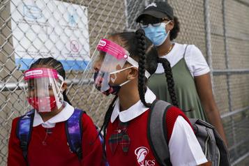 COVID-19 New York reporte encore la rentrée en présentiel de nombreuses écoles publiques)