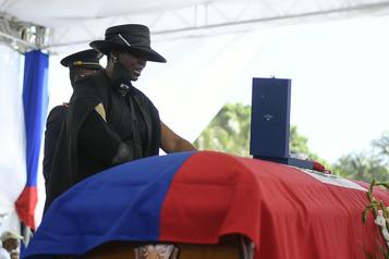 Haïti dit adieu, sous haute sécurité, à son président assassiné)