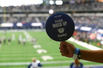 La NFL recommande le couvre-visage aux joueurs)