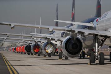 Le secteur aérien mondial durement frappé par la pandémie)