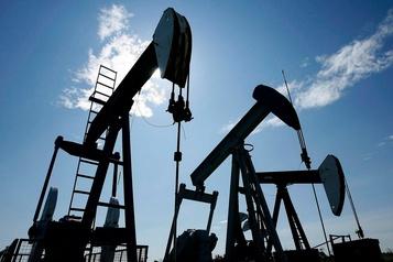 Le pétrole perd du terrain après deux séances de forte hausse