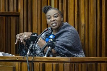 Accusée de six meurtres Ex-policière tueuse en série familiale: le procès qui captive l'Afrique du Sud)
