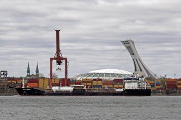 Grève au portde Montréal Le Sénat adopte le projet de loi forçant le retour au travail des débardeurs)