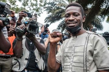 Ouganda Un juge invalide l'assignation à résidence de l'opposant Bobi Wine)