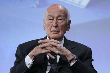 L'ancien président Valéry Giscard d'Estaing hospitalisé à Paris)