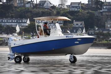 Tringa, le bateau-auto qui roule, de la terre à la mer)