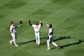 Les Orioles écrasent les Red Sox11-3)
