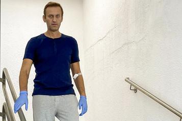 Alexeï Navalny s'en prend à Vladimir Poutine et promet de rentrer en Russie)