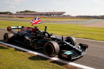 GrandPrix de Grande-Bretagne Verstappen accuse Hamilton de conduite dangereuse)