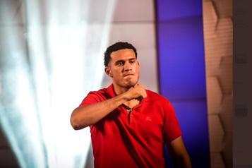 Trop lourd à la pesée, Benavidez déchu de son titre WBC des super-moyens)
