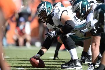 Eagles de Philadelphie Jason Kelce effectuera son 100edépart consécutif lundi)