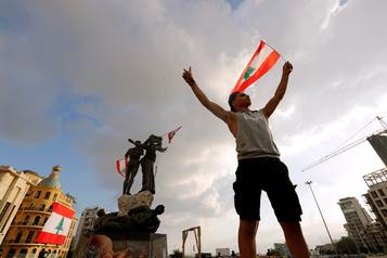 Nouveaux appels à manifester à Beyrouth, première démission d'un ministre)