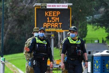 COVID-19: des centaines d'habitants de Melbourne infectés enfreignent l'ordre de confinement)