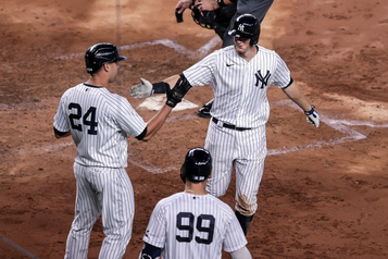 Les Yankees battent les Blue Jays 13-2)