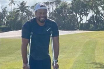 Tiger Woods publie une nouvelle photo de lui souriant sur Instagram)