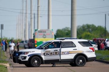 Un mort et plusieurs personnes blessées par balle dans un magasin au Texas)