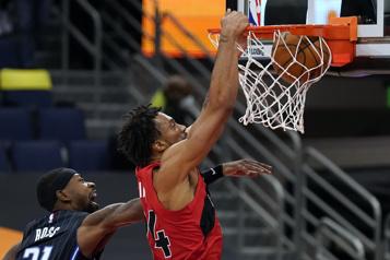 Les Raptors s'offrent une victoire de 113-102 contre le Magic)