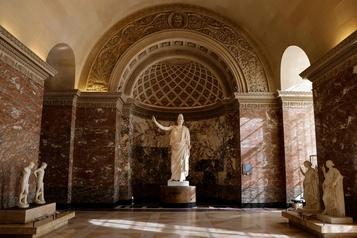 L'Athéna du Louvre retrouve sa blancheur)