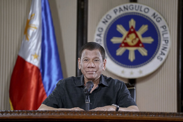 Le président philippin demande à la police de tuer les perturbateurs du confinement