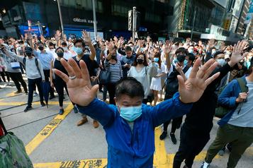 Hong Kong: la contestation continue, une ministre agressée à Londres