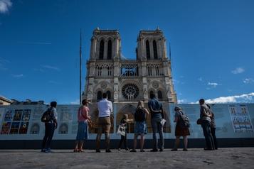 Notre-Dame de Paris : les bénéfices tirés des ventes du livre remis à la reconstruction)