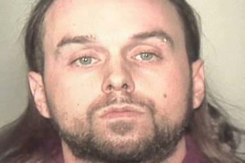 Fusillade dans le Vieux-Montréal  Adam Pichette arrêté et accusé )