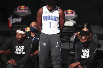 NBA: Jonathan Isaac premier joueur à rester debout pendant l'hymne)