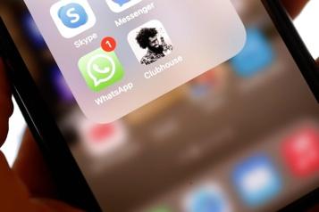 Le réseau social confidentiel Clubhouse trace sa route vers le grand public)