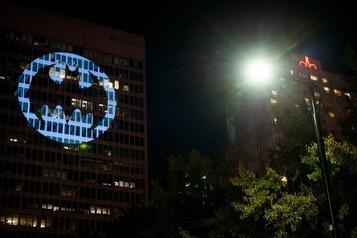 La projection du «Bat-Signal» annulée à Montréal par une intervention policière