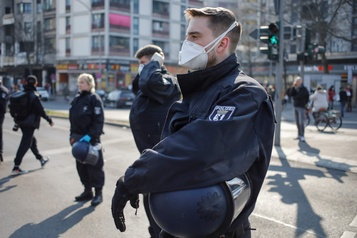 Les États-Unis démentent avoir détourné des masques à l'Allemagne