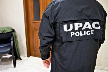 Deux ex-policiers somment Québecor deretirer du marché lelivrePLQinc.