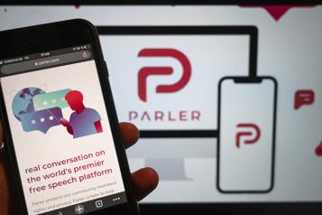 S'il se réforme, le réseau conservateur Parler pourra revenir sur Apple)