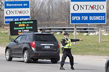 Les frontières entre le Québec et l'Ontario fermées)
