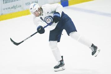 Jets Patrik Laine blessé au «haut du corps»)