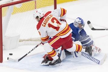 Gaudreau met fin au débat en prolongation face aux Maple Leafs)