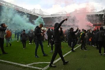 Quand la colère des fans de Manchester United déborde… )