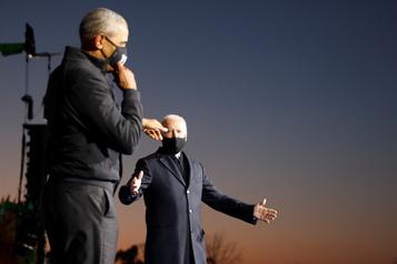 Présidentielle américaine Biden reçoit l'aide d'Obama, Trump dans le Michigan et en Pennsylvanie)