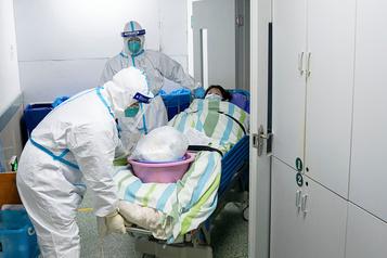 Coronavirus: le développement d'un vaccin, un chemin tortueux