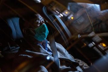 Hong Kong: libéré, Jimmy Lai appelle ses journalistes à continuer de «se battre»)
